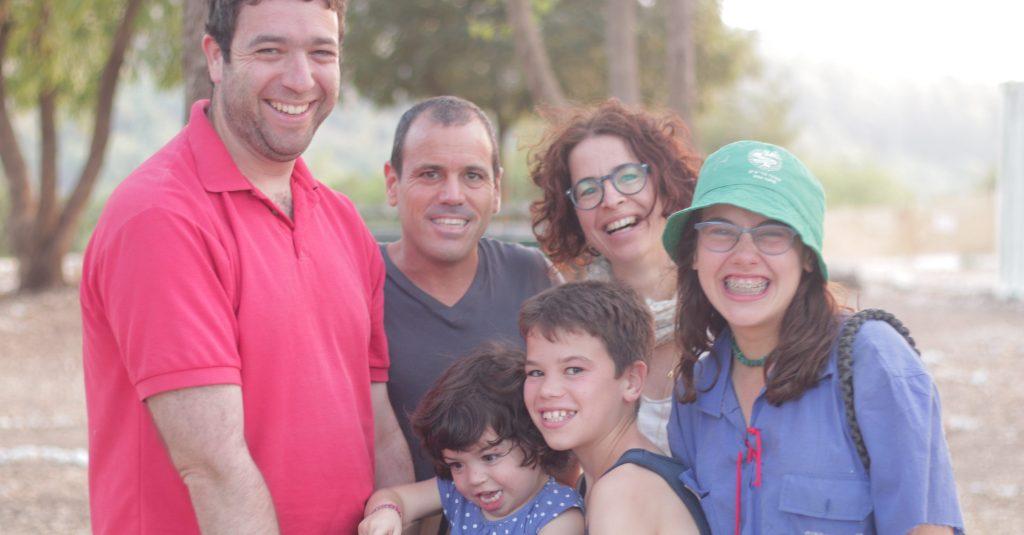 משפחה ביום ביקור מדצים